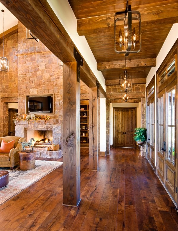 Example of an eclectic hallway design in Austin