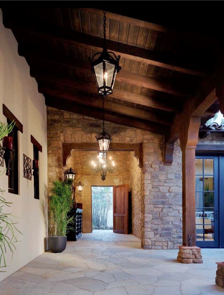 Mountain style hallway photo in Los Angeles