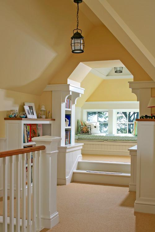 легкая классика эклектика с ровными потолками белыми панелями коридора