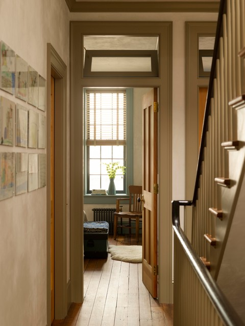 Example of a classic hallway design in New York with white walls