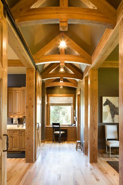 True Residence rustic-hall