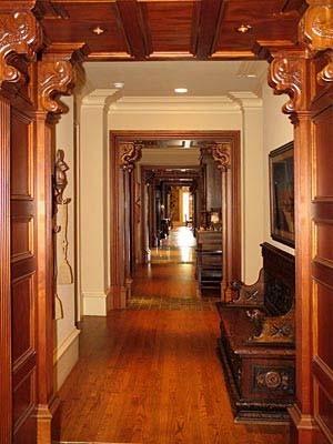 TUDOR-RESIDENCE traditional-hall
