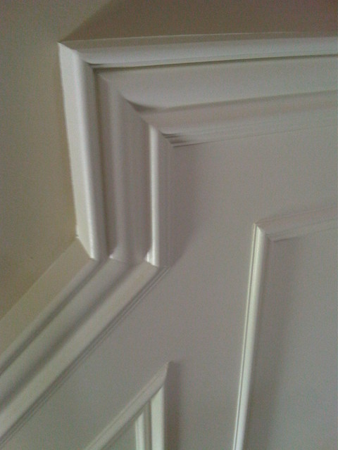 Wainscotting detail traditional-hall