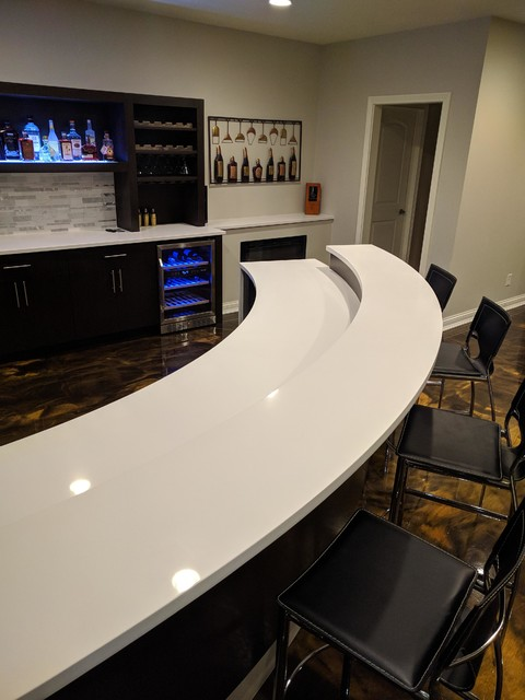 Example of a minimalist home bar design in Indianapolis