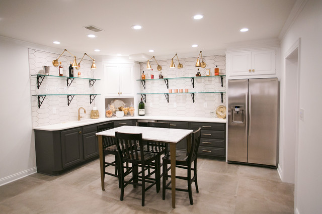 Example of a home bar design in Indianapolis