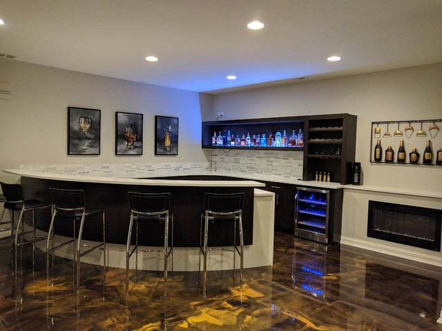 Inspiration for a modern home bar remodel in Indianapolis