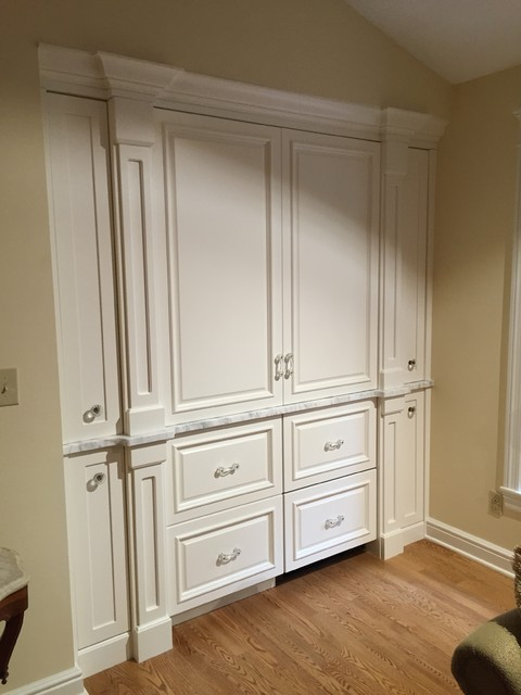 Built-ins - Transitional - Home Bar - Cedar Rapids - by Cabinet Creations