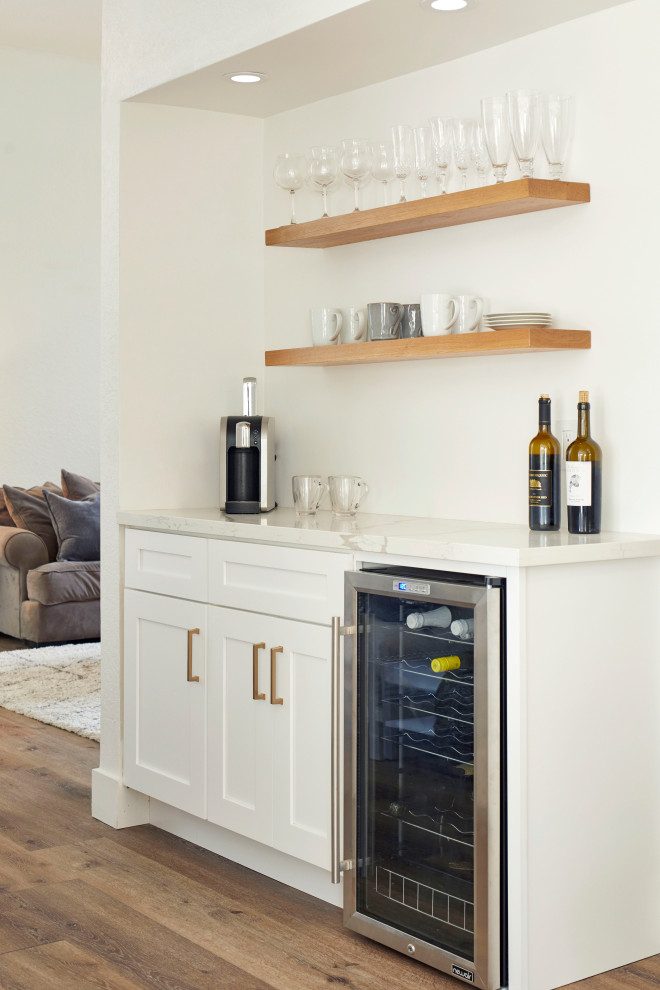Example of a beach style home bar design in Los Angeles