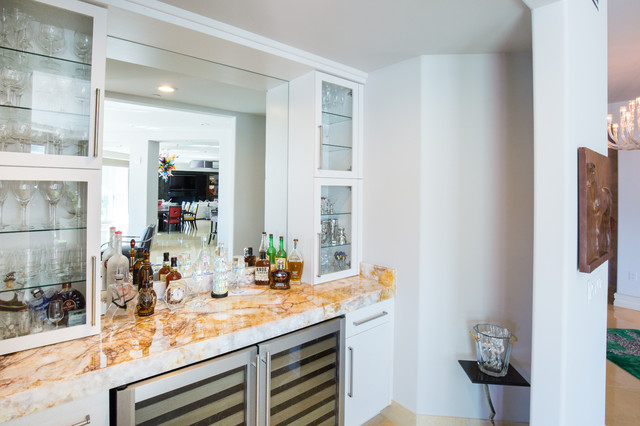 Glass Art Lover S Dream Home Modern Las Vegas By Interiors By Cary Vogel Houzz Uk