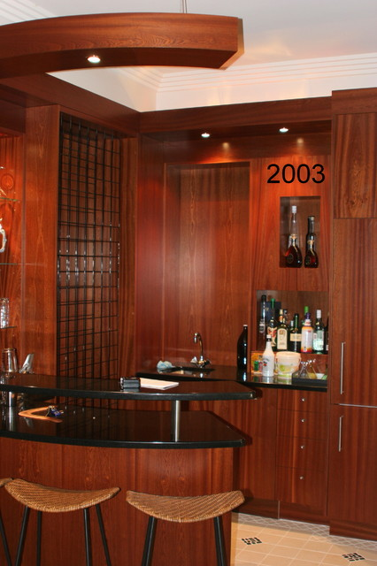 Gumbar Traditional Home Bar Brisbane By J E Kitchens And Cabinets
