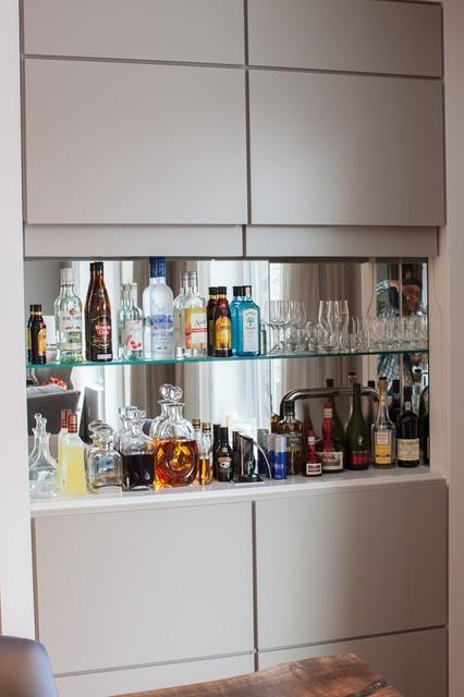 Home bar moderno angolo bar toronto di karen kayne for Angolo bar fai da te