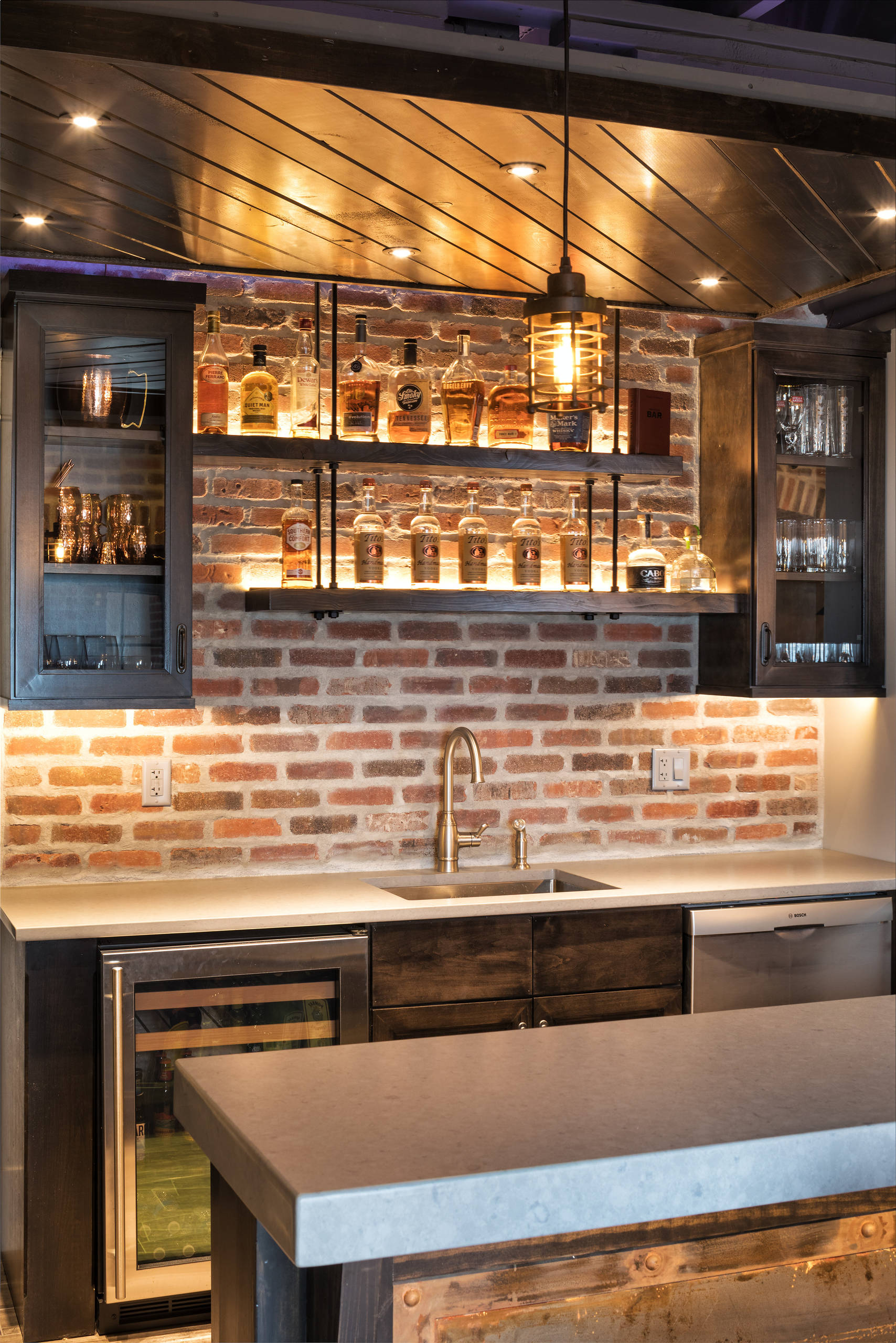 75 Beautiful Industrial Home Bar Pictures Ideas February 2021 Houzz