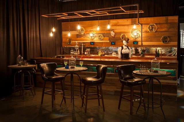 The clockwork lounge 2014 serving up style industriale for Ristrutturare bancone bar