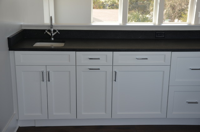 Kemper Cabinetry Whitman Transitional Home Bar