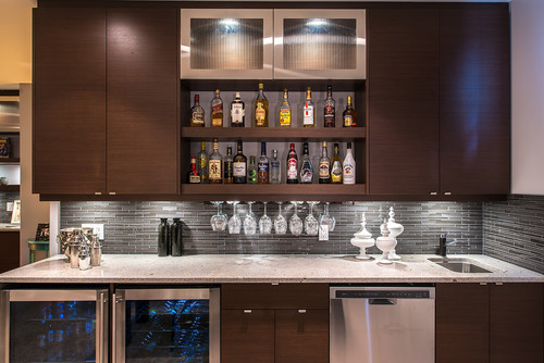 What are the dimensions of this wet bar area for Bar de salon moderne