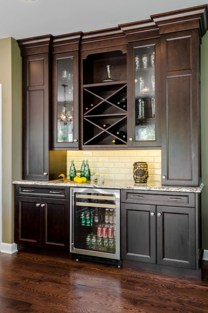 Kitchen dry bar traditional home bar chicago by geneva cabinet gallery for Kitchen with mini bar design