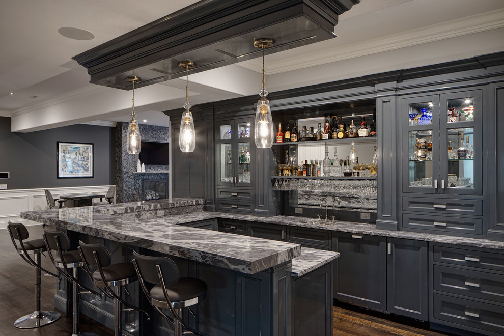 Example of a transitional home bar design in Chicago