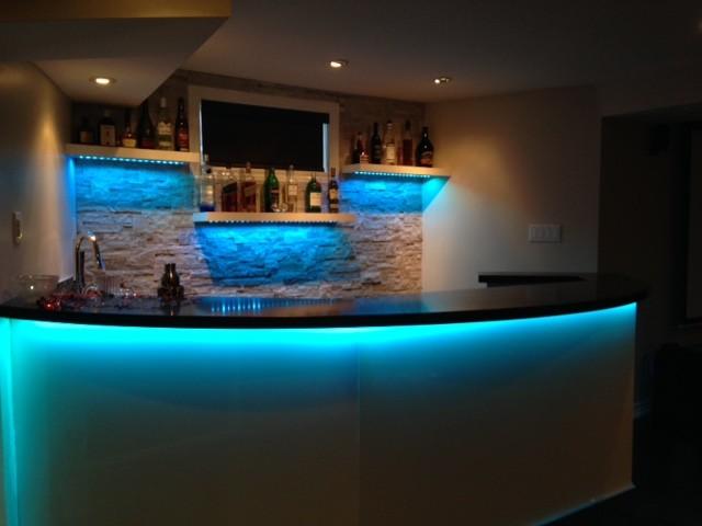 mississauga residence basement bar contemporain bar de salon toronto par roma kitchens. Black Bedroom Furniture Sets. Home Design Ideas