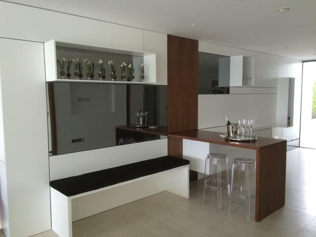 https://st.hzcdn.com/simgs/9be1a852044e0d93_4-7763/contemporary-home-bar.jpg