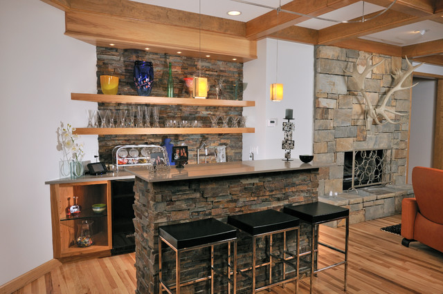 Modern Mountain Vacation Home Rustic Bar