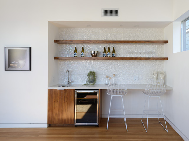Peninsula House Contemporary Home Bar