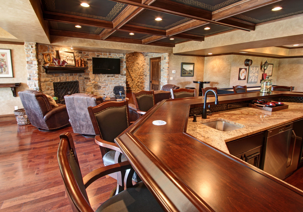 Example of a classic home bar design in Columbus
