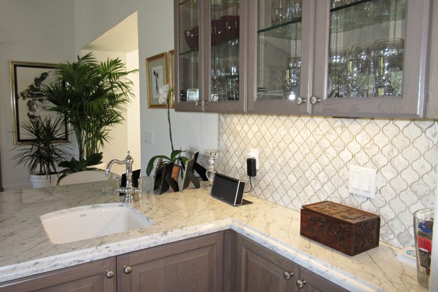 White Kitchen With Arabesque Backsplash