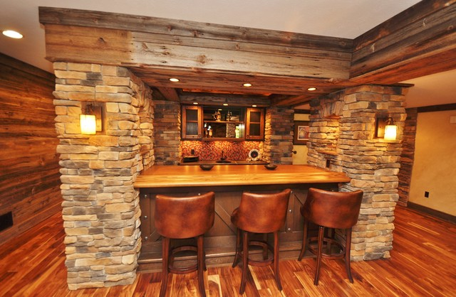 Western themed basement rustic home bar other metro for Bar en casa rustico