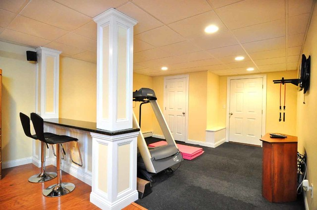 Basement Gallery traditional-home-gym