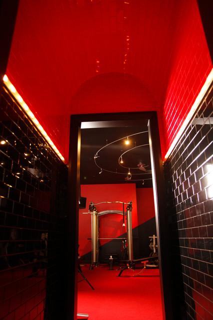 Interior Design Ideas For Home Gym: Black & Red Home Gymnasium & Gym