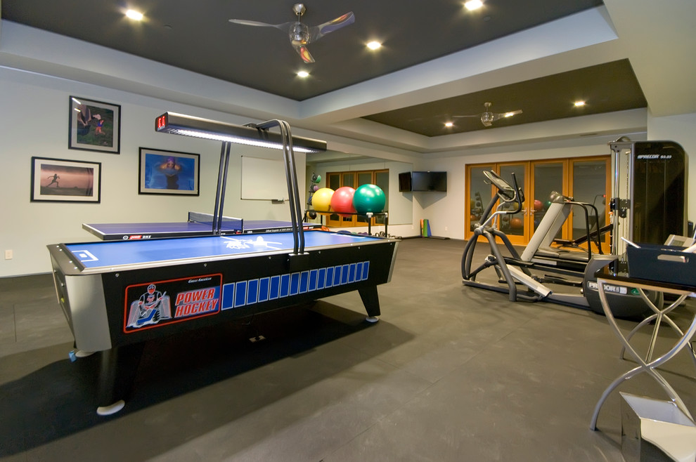 Trendy concrete floor home gym photo in San Francisco