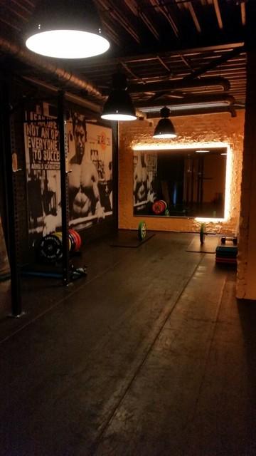 Gym industriel salle de sport amsterdam par bink for Salon audiovisuel amsterdam