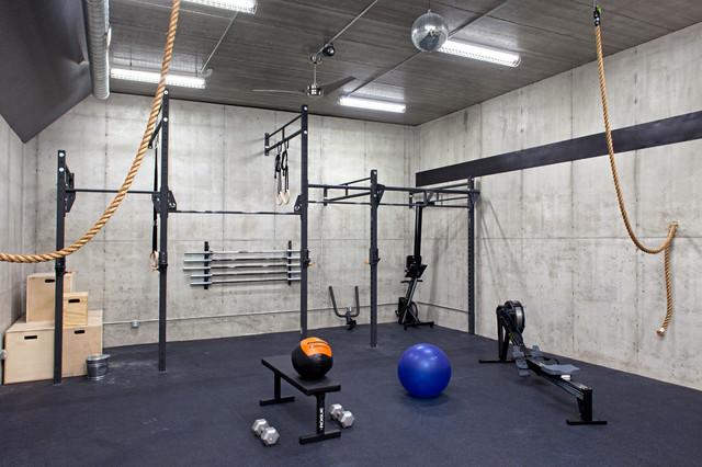 Lakefront modern industrial home gym minneapolis - Gimnasio espana industrial ...