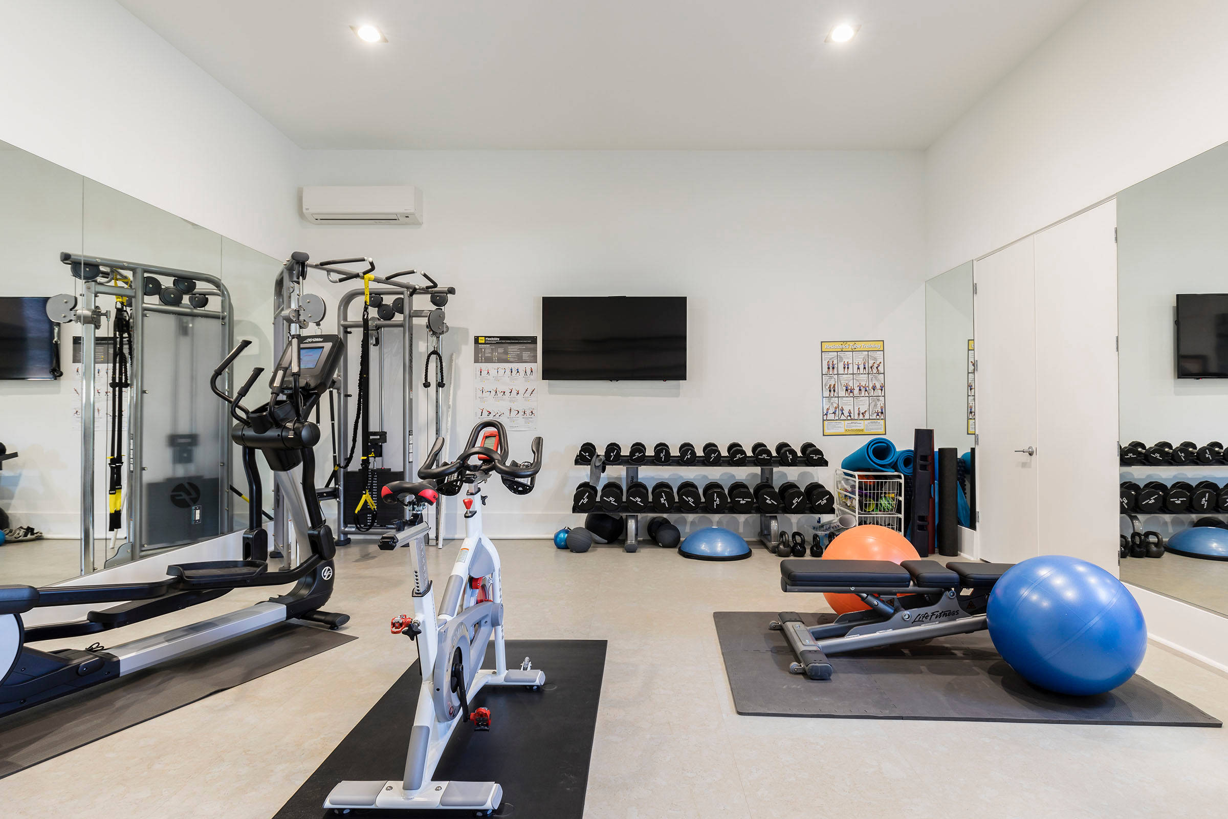 75 Beautiful Beige Home Gym Pictures Ideas January 2021 Houzz