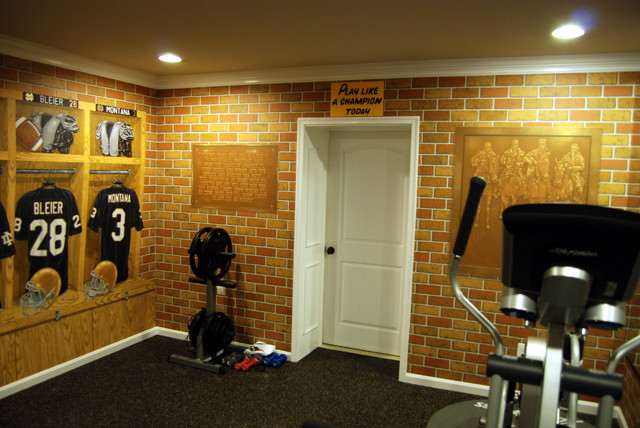 Notre dame football locker room mural by tom taylor of wow for Notre dame home decor