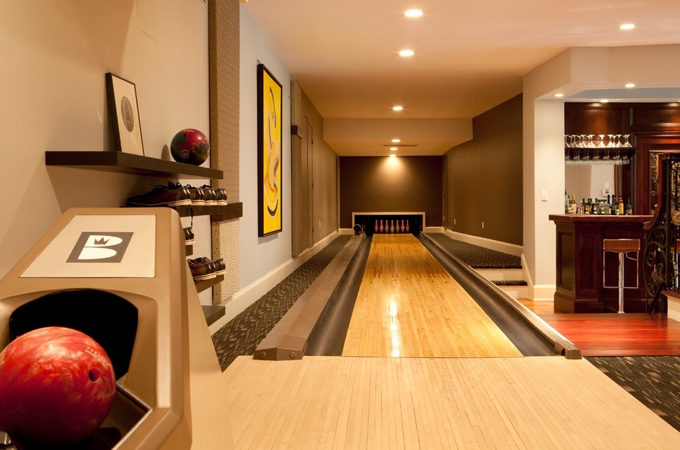 Home gym - contemporary home gym idea in Boston