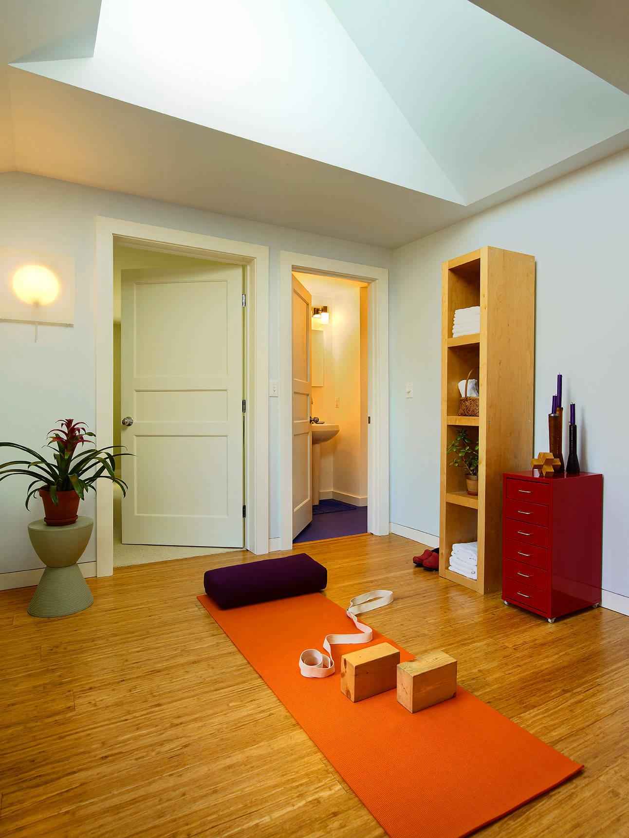 Yoga Zuhause 6 Einrichtungstipps Fur Einen Entspannten Yogaplatz