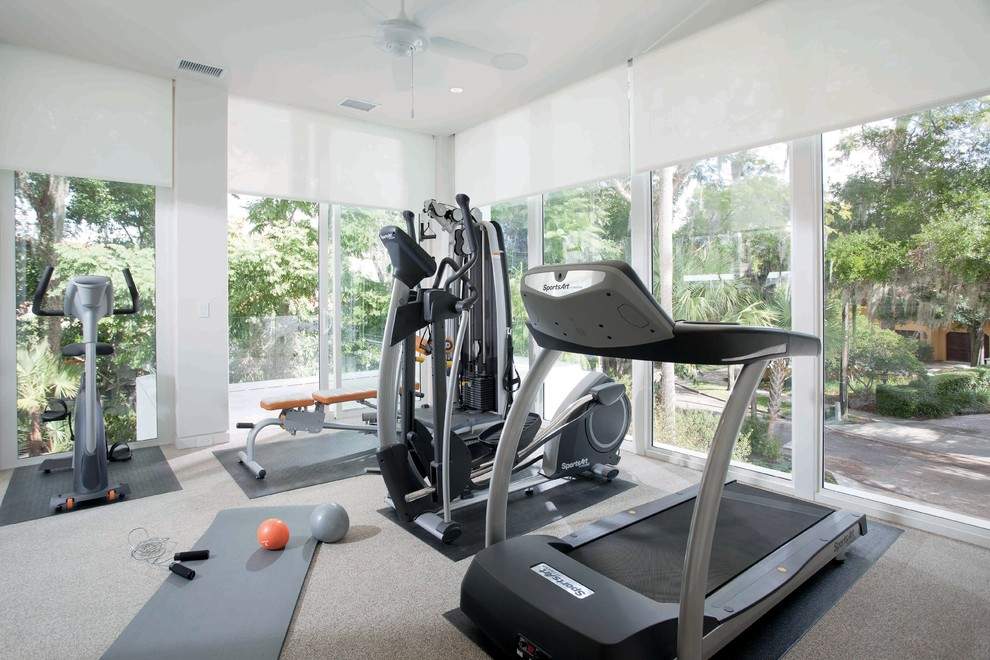 Example of a minimalist home gym design in Orlando