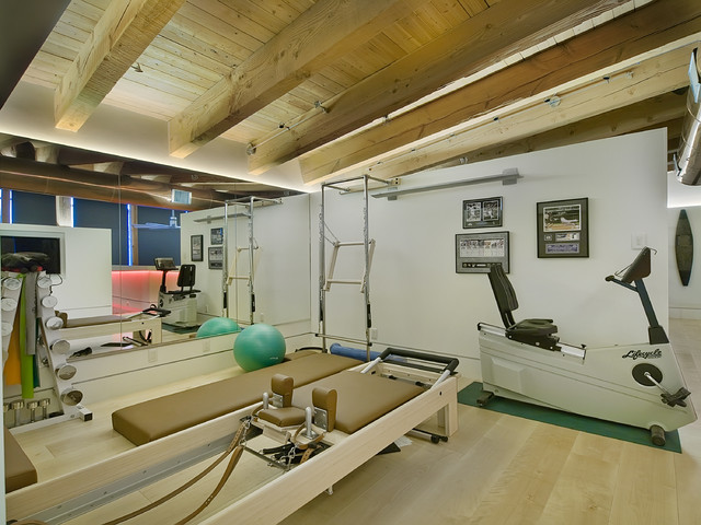 Wynkoop denver loft modern home gym by