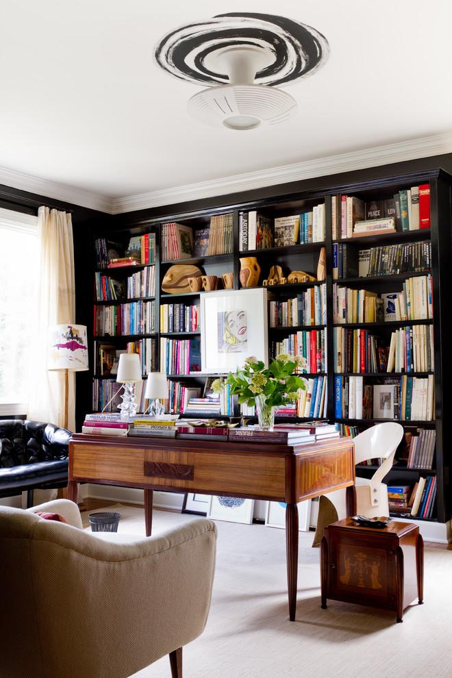 Esempio di uno studio minimal con scrivania autoportante e libreria