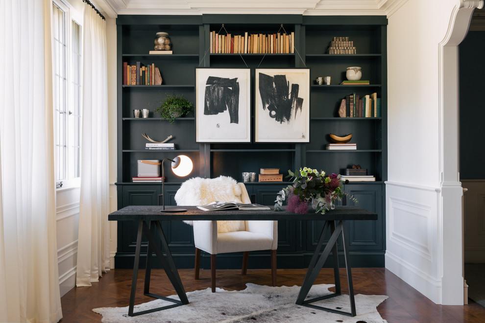 サンフランシスコのトランジショナルスタイルの書斎の画像 (無垢フローリング、自立型机)