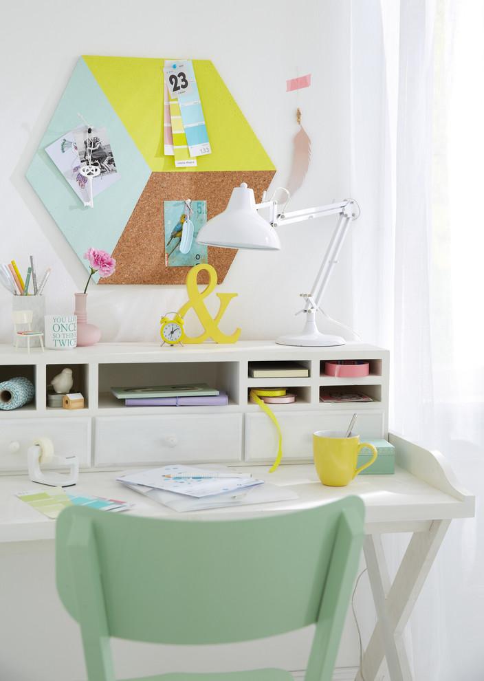 Home office - contemporary home office idea in Hamburg