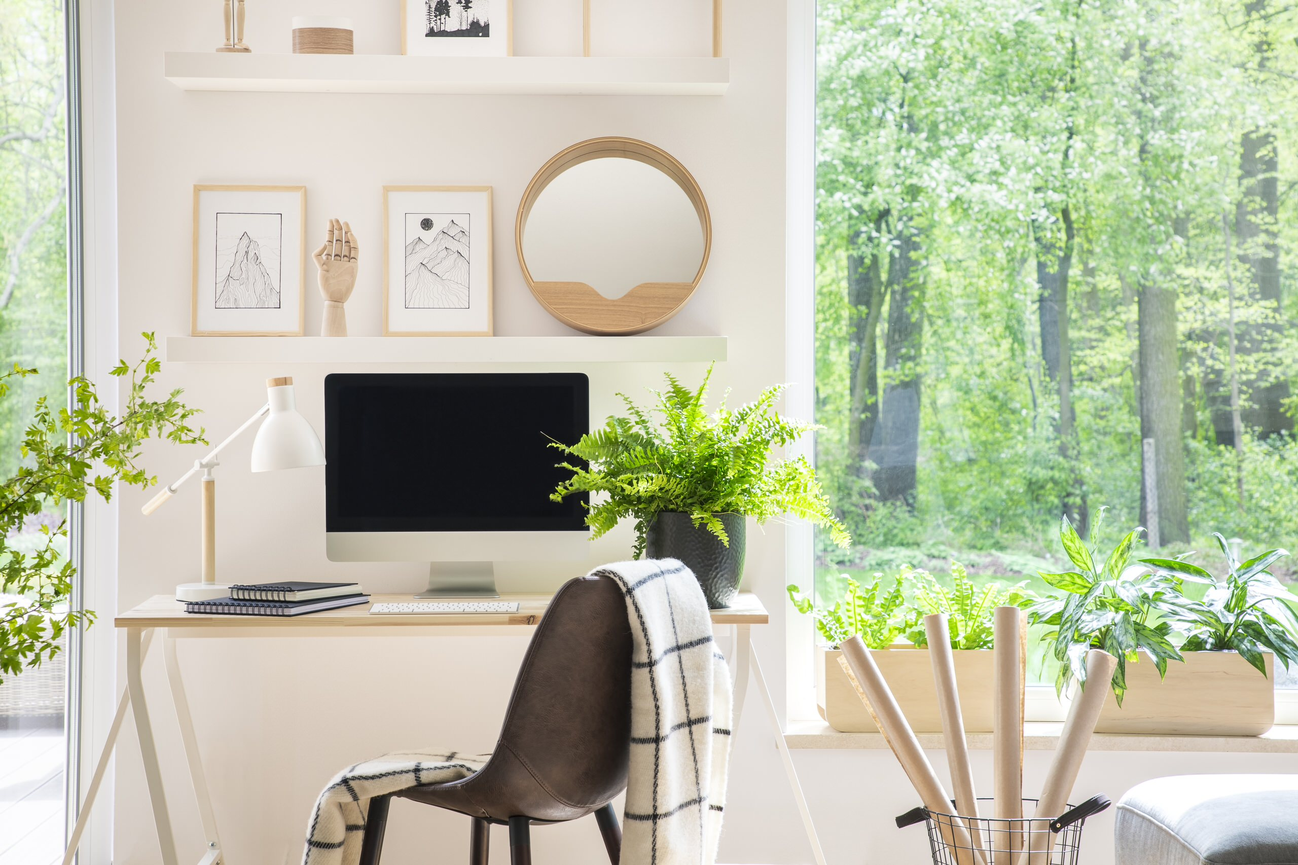 Airy neutral office