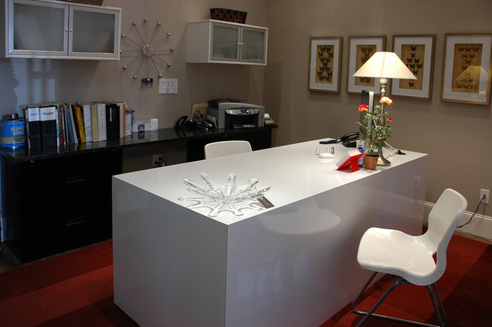 Inspiration for a contemporary home office remodel in Nashville