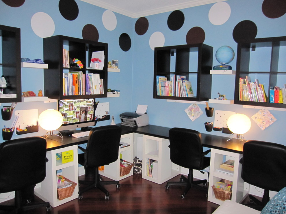 Inspiration for a modern home office remodel in Jacksonville