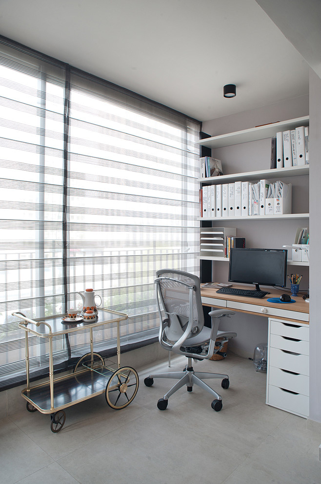 Trendy built-in desk home office photo in Tel Aviv with gray walls and no fireplace