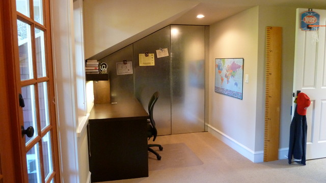 Inspiration for a mid-sized craftsman freestanding desk carpeted study room remodel in Vancouver with beige walls