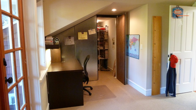 Example of a mid-sized arts and crafts freestanding desk carpeted study room design in Vancouver with beige walls