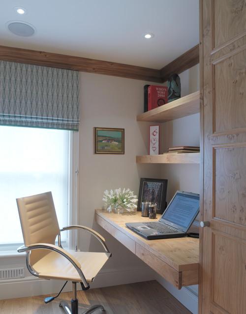 Oficina en casa con muebles de madera