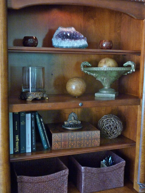 Bookcase arranging accessories traditional home office for Arranging accessories